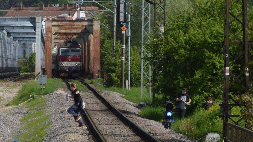 vlaky, železnice, mladí, trenčín