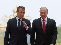 Macron rokoval s Putinom o Sýrii aj o postavení gayov v Čečensku