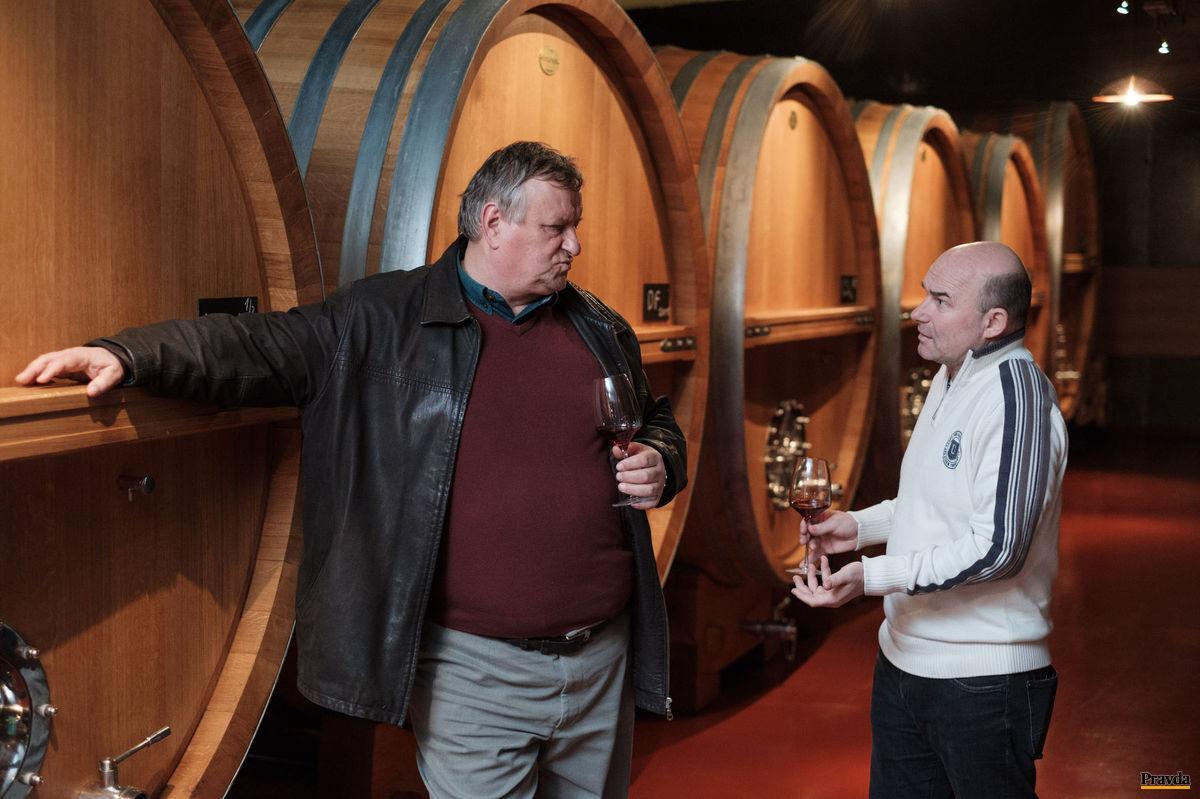 Tabule v pivnici hovoria o pôvode vín.