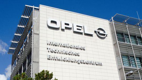 Prevzatie značky Opel koncernom PSA je pozastavené! Kvôli odborom