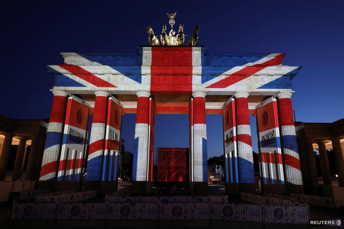 Berlín, Brandenburská brána, britská vlajka