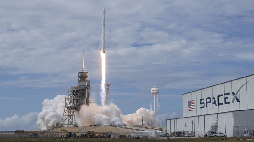 SpaceX, Dragon, Falcon 9