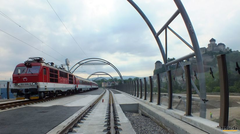 vlak, rýchlik, rušeň, most Trenčín
