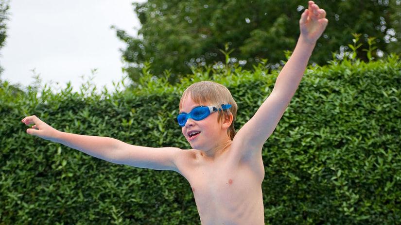 clapec, bazén, kúpanie