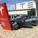 Tesla - náraz