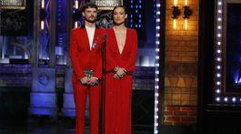 Herci Tom Sturridge a Olivia Wilde prezentovali jednu z cien večera.