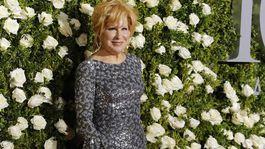 Herečka a speváčka Bette Midler prišla v kreácii Michael Kors.