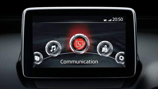 Mazda nechce dotykové displeje. Nie sú bezpečné