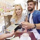 reštaurácia, pár, platba, platba kartou, karta, kreditka, debetka