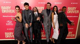 Edgar Wright (tretí zľava) a herci z filmu - zľava: Lily James, Ansel Elgort, Jon Hamm, Eiza Gonzalez a Jamie Foxx.