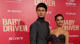 Herecká dvojica Ansel Elgort a Lily James spoločne uviedli novinku Baby Driver.
