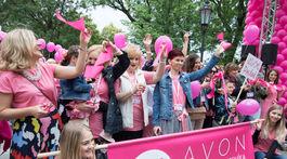 Účastníci pochodu 9. ročníka charitatívneho podujatia AVON Pochod proti rakovine prsníka.