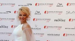 Herečka Pamela Anderson na filmovom festivale v Monaku.