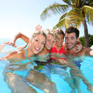 dovolenka, leto, letná dovolenka, rodina, bazén, kúpanie, plávanie, cestovanie, exotika, mama, otec, deti, slnko, teplo, oddych, relax