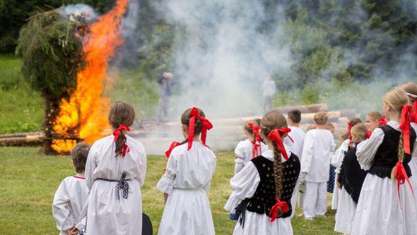 svätojánska noc, tanec, ľudové tradície, kroje,...