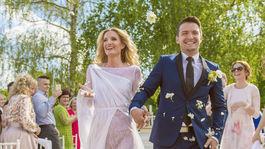 Adela Vinczeová s manželom Viktorom Vinczem počas svadobného dňa.