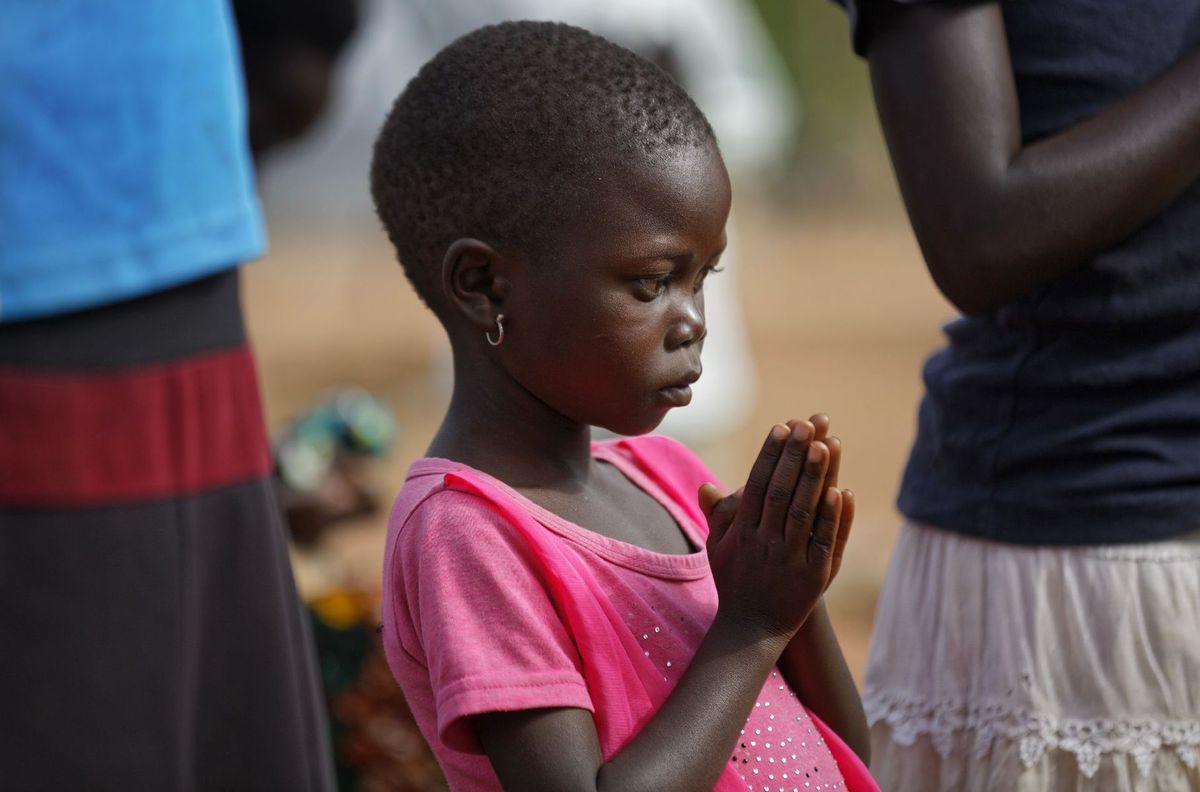 Uganda, Afrika, černoch, dieťa, modlitba, utečenci