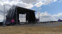 Na Čiernom pódiu mali byť najväčšie hviezdy. Black stage sa napokon pre poškodenú konštrukciu nevyužil. Topfest