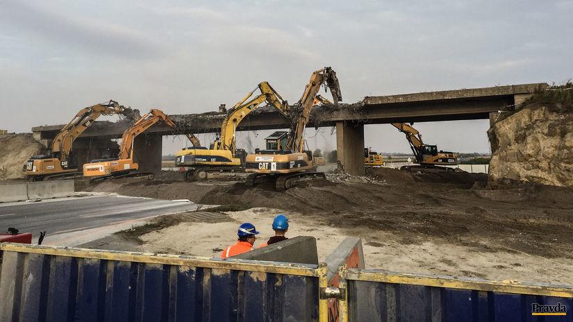 D1, diaľnica, blatné, búranie, stavba,