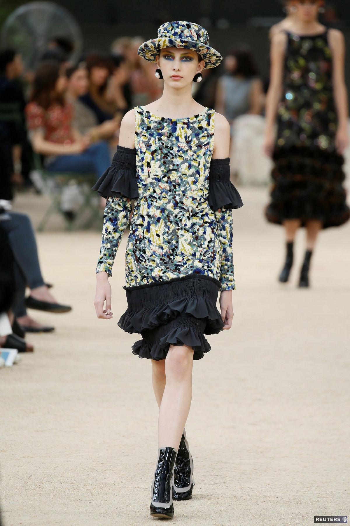 4767cc35b112 Úchvatná móda couture ovládla Paríž  Dych vyrazil luxus aj hodiny ...