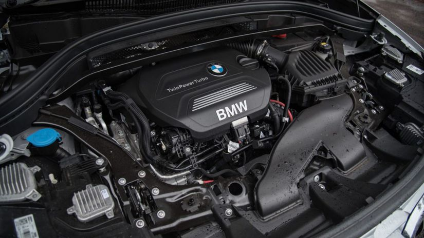 2016-BMW-X1-x Drive20d-engine-1280x854