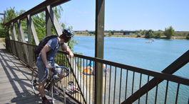 Vajnorské jazero, leto, kúpanie, cyklista, bicykel