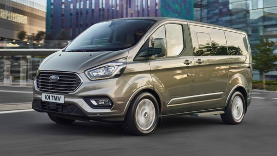 Ford Tourneo Custom: Luxusná dodávka to hrá na MPV