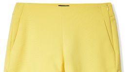 Jemnožlté šortky s detailom zaväzovania - predáva Reserved.