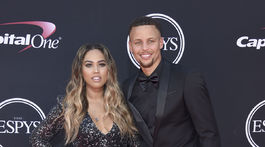 Basketbalista Stephen Curry a jeho manželka Ayesha Curry.