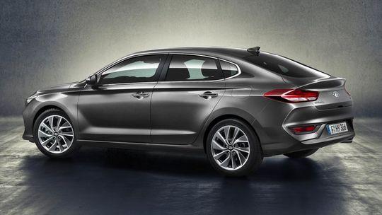 Hyundai i30 Fastback: 'Kórejská Octavia' chce byť 5-dverovým kupé