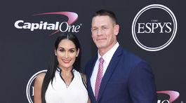 Zápasník John Cena a jeho životná partnerka Nikki Bella.