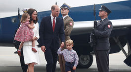 Princ William a jeho manželka, vojvodkyňa Catherine prileteli s deťmi - princom Georgom a princeznou Charlottou do Varšavy.
