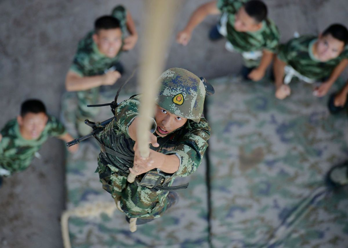 Čína, vojaci, armáda, šplhanie