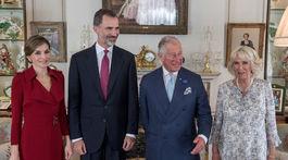 Princ Charles (druhý sprava) a jeho manželka Camilla, vojvodkyňa z Cornwallu
