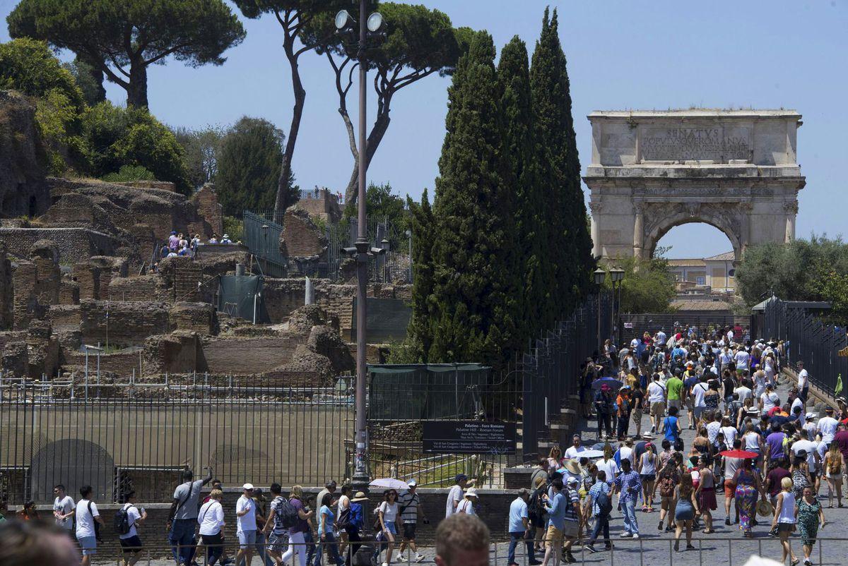 Rím, Taliansko, Forum Romanum, Titov oblúk