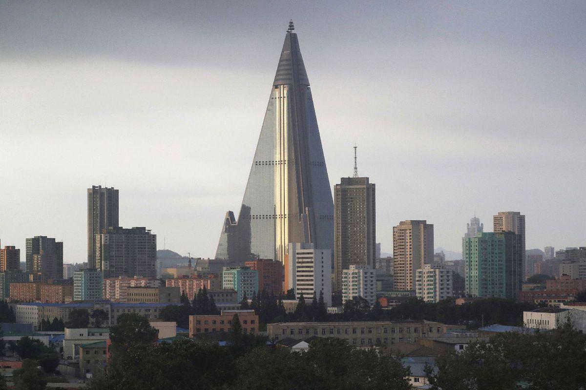 Severná Kórea, Pchjongjang, pyramída, mrakodrap