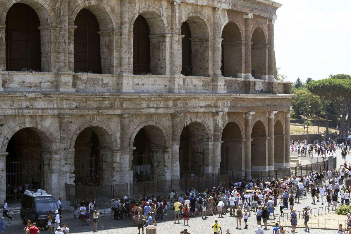 Taliansko, Rím, koloseum, turisti