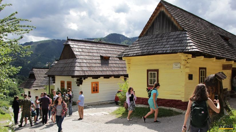 vlkolínec, slovensko, turisti