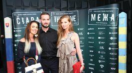 Dizajnér Lukáš Kimlička s Karolínou Čičátkovou (vľavo) a Evou Verešovou.