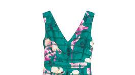 Dlhé šaty s výrazným kvetinovým vzorom - predáva Cuplé.