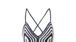 Úpletové šaty na ramienka s prúžkovaným vzorom - predáva Mango.