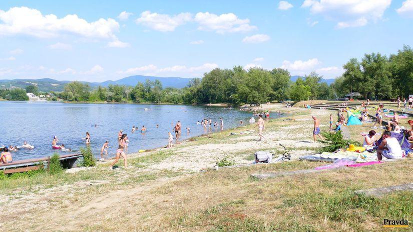 Zelená voda, kúpanie, jazero, leto, rekreanti,...