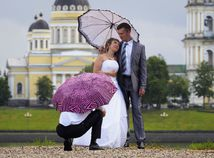 svadba, mladomanželia, pár, sobáš, nevesta, ženích, fotenie, dážď, fotograf,