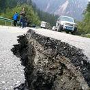 zemetrasenie, cina, cesta, prepad