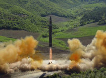 kľdr, severná kórea, raketa, balistická raketa,