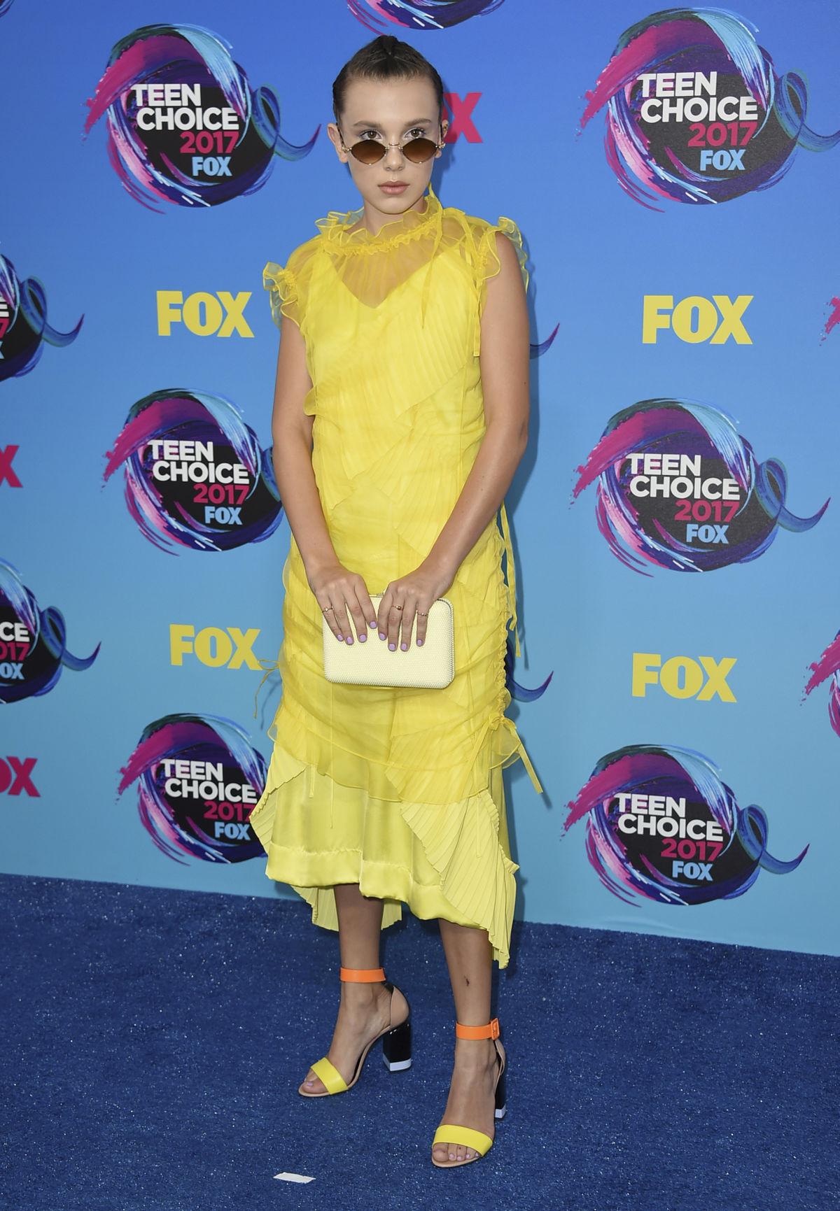 Herečka Millie Bobby Brown v kreácii Kenzo.
