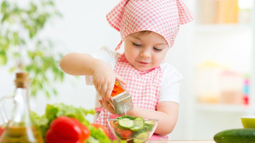 solenie, soľ, solnička, zelenina, šalát, kuchyňa