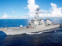Americký torpédoborec sa zrazil s tankerom, desať mužov chýba
