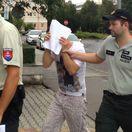 V Prievidzi chytili páchateľa, ktorý polial vrátnika horľavinou a podpálil