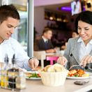 ľudia, jedenie, jedlo, reštaurácia